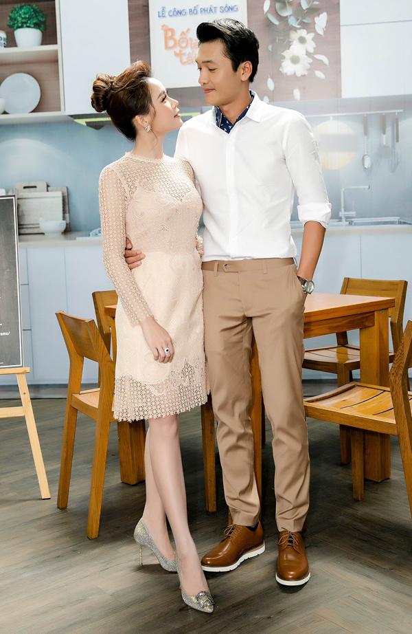 Quang Tuấn tình tứ bên Sam trong buổi ra mắt phim Bố là tất cả.