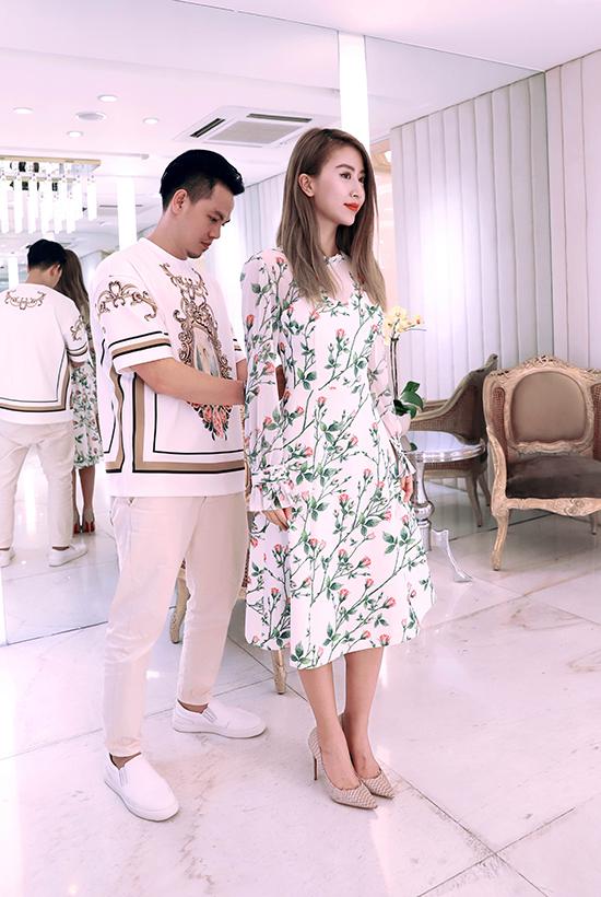 Công Trí sẽ giới thiệu bộ sưu tập Coco yêu dấu của anh vào đêm khai mạc Tuần lễ thời trang quốc tế Việt Nam vào ngày 19/4, vì thế các người đẹp đều cố gắng chọn cho mình bộ cánh ứng ý để toả sáng tại sự kiện.