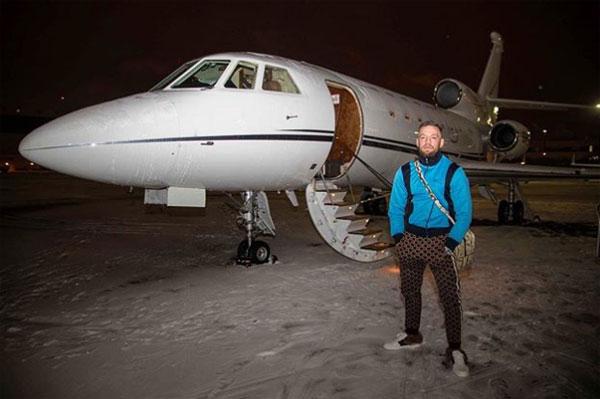 Chuyên cơ cũng là phương tiện thường xuyên được Gã điên sử dụng cho mục đích du lịch hay công tác.