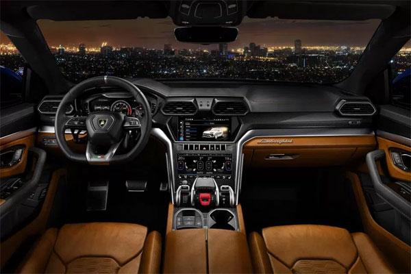 ... và nội thất của Lamborghini Urus. Ảnh: NN.