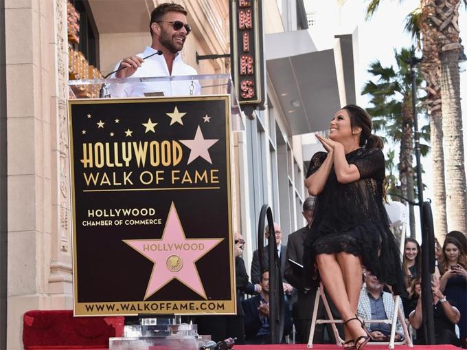 Nam ca sĩ kiêm diễn viên Ricky Martin vinh danh người bạn thân thiết. Cả hai đều là những nghệ sĩ Latin thành công ở Hollywood.