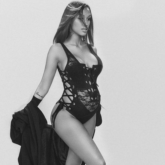 Thời trang bầu sành điệu của vợ hụt Balotelli - 3