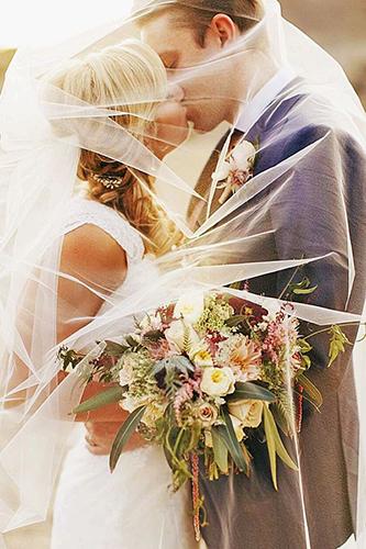 14 cách tạo dáng giúp cô dâu chú rể có những bức ảnh xuất thần - 13
