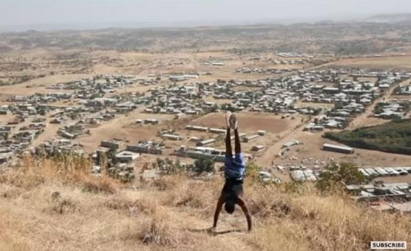 Người đàn ông này đã chinh phục được các ngọn núi quanh nơi mình ở bằng tay. Ảnh: BBC.