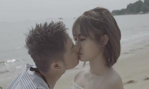 Thanh Duy 'nghĩ tùm lum' khi hôn hot girl Misthy