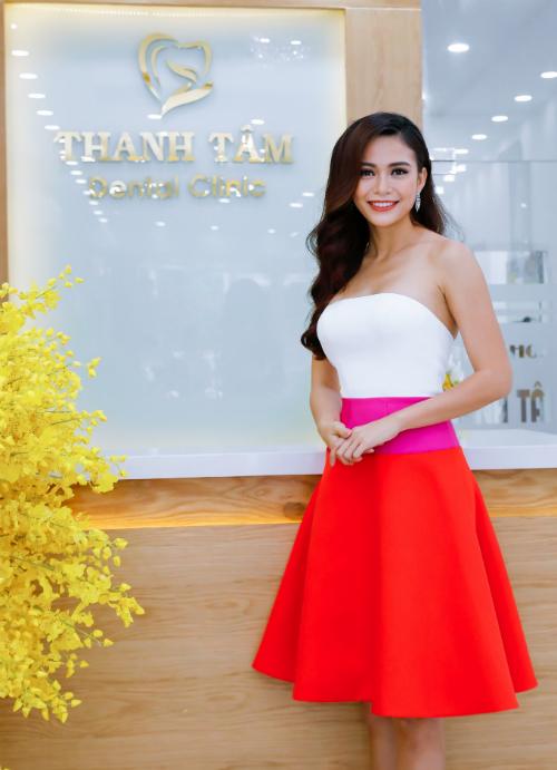 Mâu Thanh Thủy ra mắt làng giải trí với vai trò là người mẫu thời trang và bứt phá nhờ đoạt quán quân Vietnam Next Top Model 2013. Cô thu hút sự chú ý nhờ thân hình đẹp, làn da nâu săn chắc và nụ cười cuốn hút.
