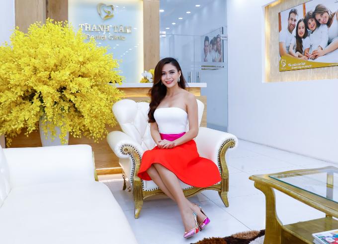 Sau ba năm làm người mẫu và gặt hái nhiều thành công, năm 2017, cô tích cực thay đổi hình ảnh để tham gia cuộc thi Hoa hậu Hoàn vũ Việt Nam. Thân hình săn chắc, những bước đi điêu luyện và nụ cười rạng rỡ giúp cô vượt vượt qua hàng nghìn thí sinh để giành giải á hậu.