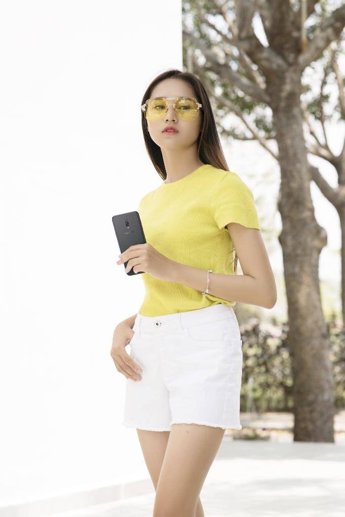 Kính râm là món phụ kiện thời trang giúp bảo vệ đôi mắt trong những ngày hè nắng nóng.