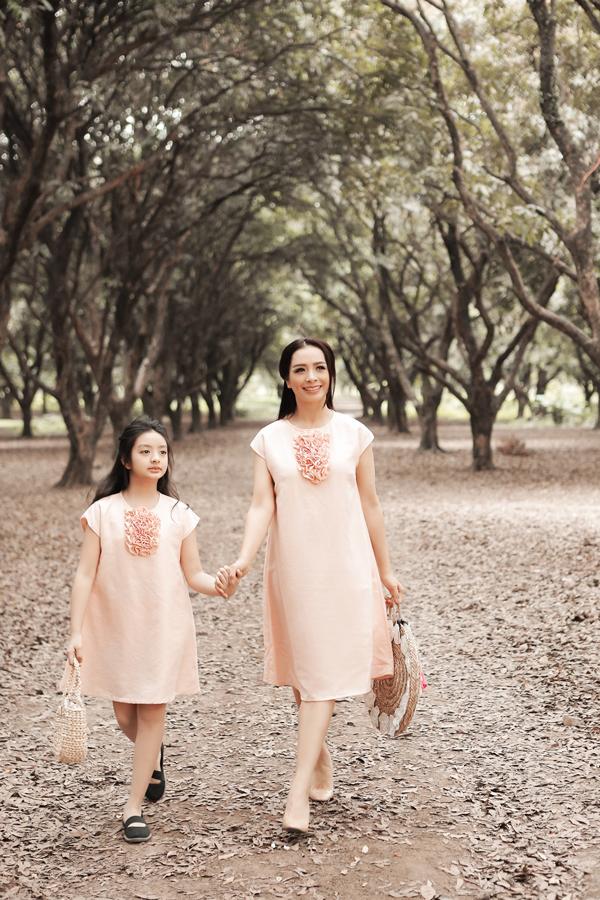 Thúy Hằng và bé Bông - con gái chị - vừa cùng thực hiện bộ ảnh chung nhân dịp bé tròn 10 tuổi.