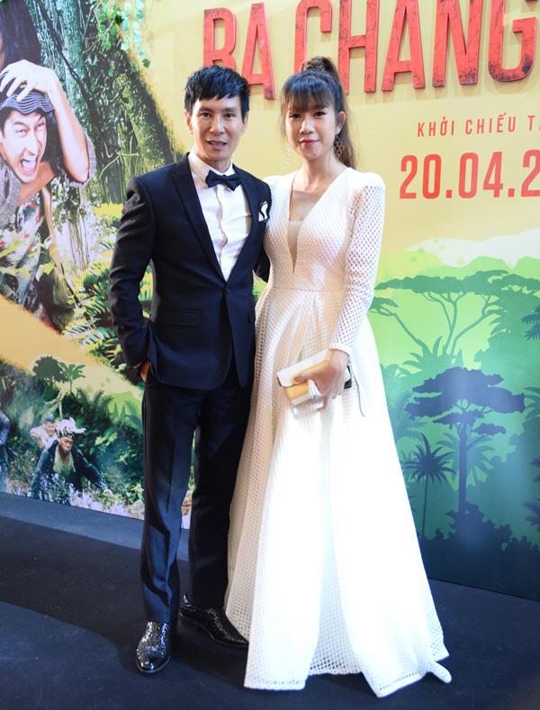 Gái 4 con Minh Hà mặc váy lộng lẫy dự buổi ra mắt phim Lật mặt 3: Ba chàng khuyết mà cô làm nhà sản xuất, chồng giữ vai trò đạo diễn.
