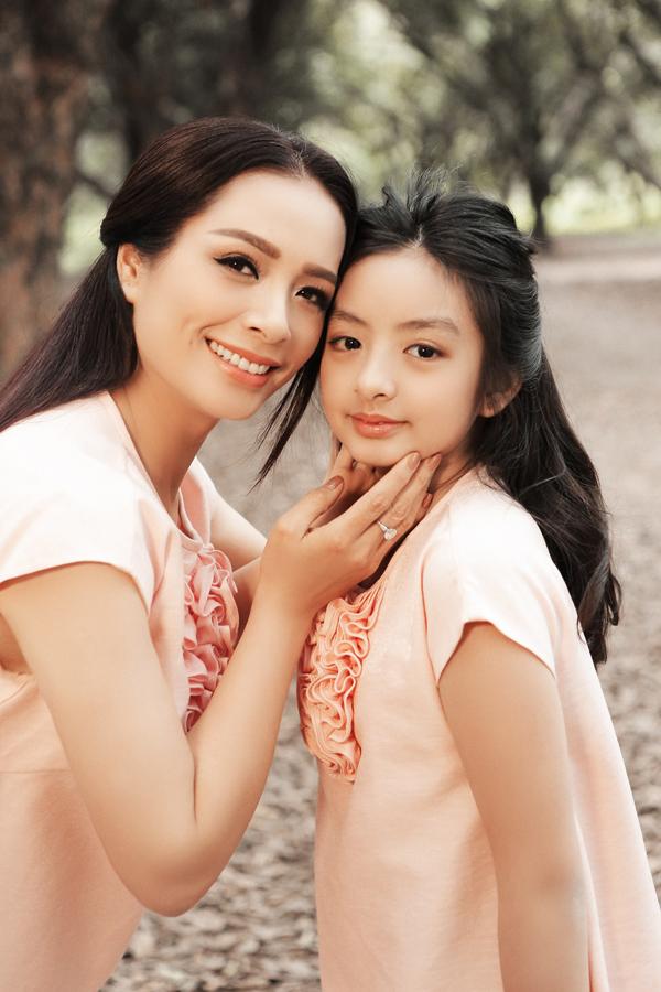Con gái Thúy Hằng làm mẫu chuyên nghiệp không kém mẹ - 1
