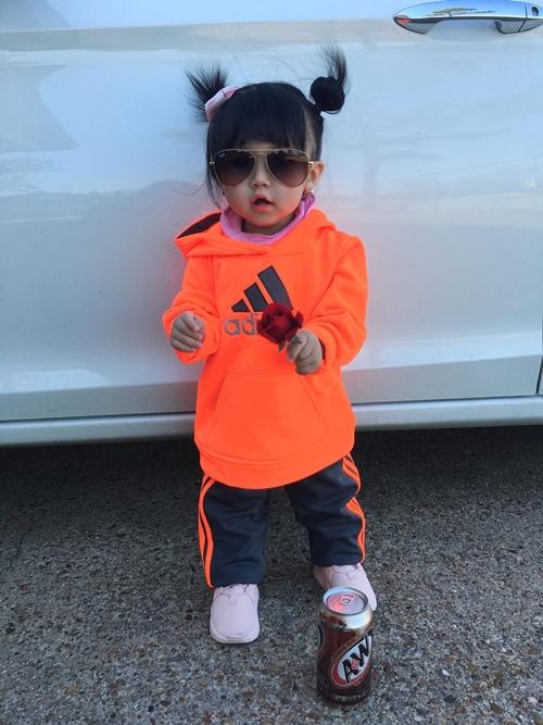 Gia tài quần áo hàng trăm bộ của bé gái 1 tuổi - 10
