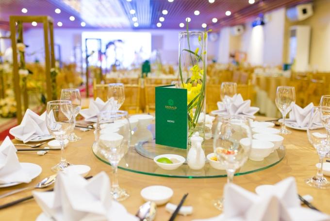 Emerald ưu đãi cho khách hàng đặt tiệc cưới - 6