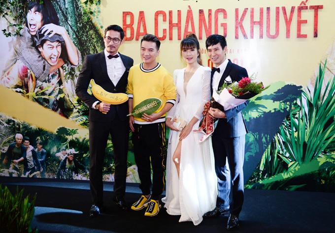 Mr Đàm ăn mặc trẻ trung theo phong cách thể thao, tới chúc mừng vợ chồng Lý Hải.