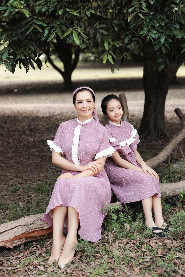 Nhờ vẻ ngoài xinh xắn và thông minh, Bông được nhiều người hâm mộ của mẹ yêu quý.