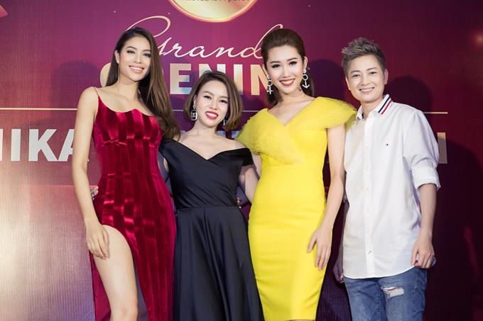 Cựu người mẫu Thúy Vinh (phải) cũng dự sự kiện này.