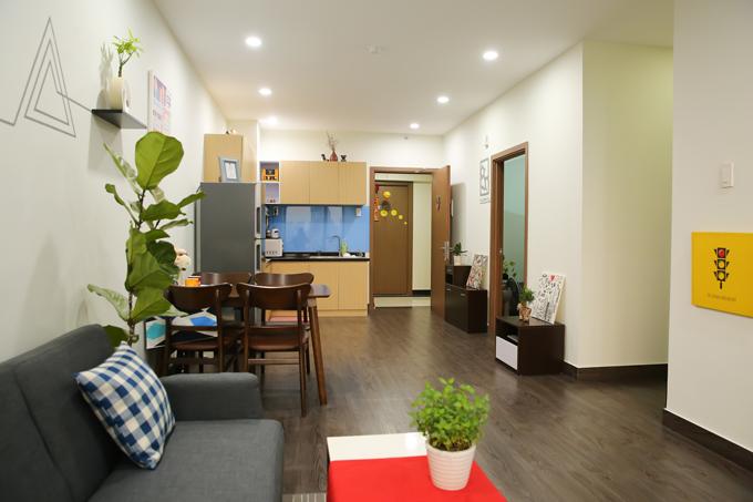Trong khi đó, nơianh Vũ yêu thích nhất trong căn hộ của mình chính là phòng khách. Anh thường ngồi xem tivi, giải trí hoặc làm việc ở đó.