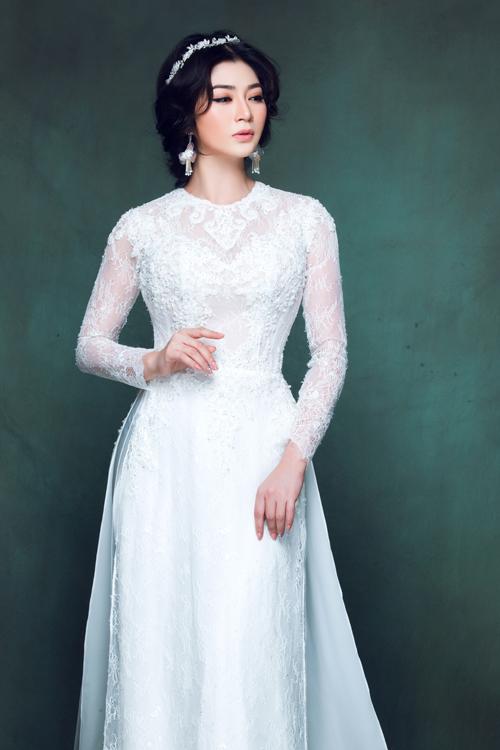 Kiểu cổ áo necklines (cổ áo trang sức) lấy cảm hứng từ những chiếc váy cưới hoàng gia sẽ là điểm nhấn thu hút sự chú ý của người đối diện.