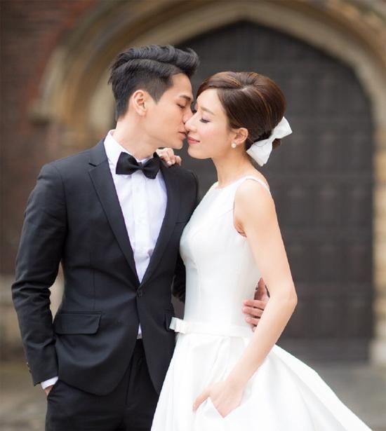 Mối quan hệ của Dương Di và La Trọng Khiêm ban đầu chỉ là chị em trong đài TVB, nhưng Hoa đán họ Dương đã âm thầm khiến cậu em đổ xiêu vẹo sau một thời gian hay hẹn hò, đón đưa. Cặp sao đã có một đám cưới rình rang vào năm 2016, và hiện có một cuộc sống hôn nhân hạnh phúc.