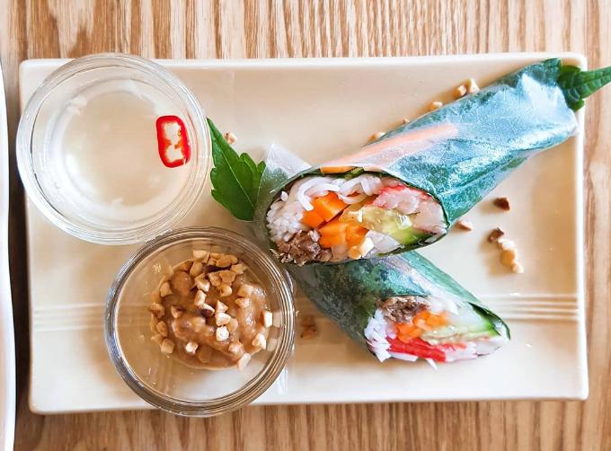 Quán phở Việt nơi chị đẹp và mỹ nam đi ăn trưa - 7