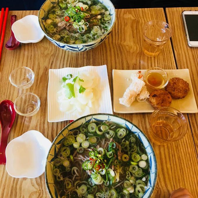 Quán phở Việt nơi chị đẹp và mỹ nam đi ăn trưa - 8