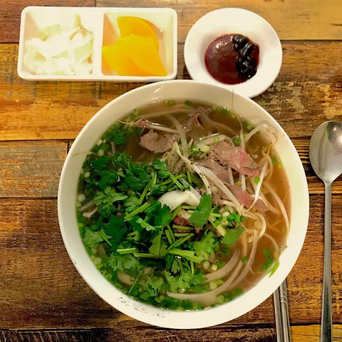 Quán phở Việt nơi chị đẹp và mỹ nam đi ăn trưa - 5