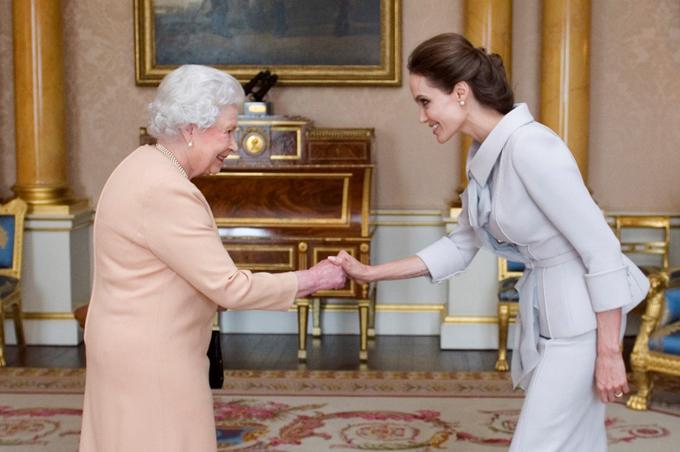 Trước khi quay bộ phim tài liệu này, Angelina đã có cuộc diện kiến với Nữ hoàng Anh hồi tháng 3 để bàn về kế hoạch thực hiện dự án trồng cây. Cô chia sẻ: Nữ hoàng là một người rất đáng yêu. Bà quan tâm tới dân chúng khắp thế giới và lo lắng cho tương lai của trái đất. Bà muốn con cháu chúng ta có thể chạy nhảy, vui đùa tận hưởng thiên nhiên và các nền văn hóa khác nhau. Đó là điều rất quan trọng và tôi thực sự đồng lòng với nữ hoàng.