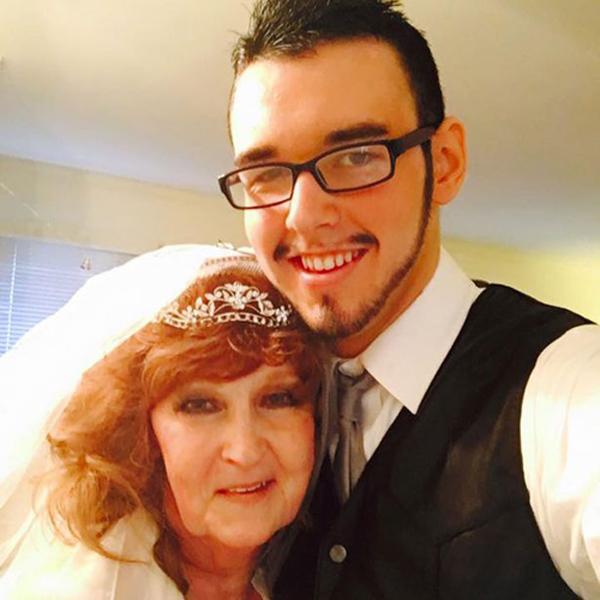 Cặp đôi hạnh phúc trong đám cưới năm 2016. Ảnh: Barcroft Media