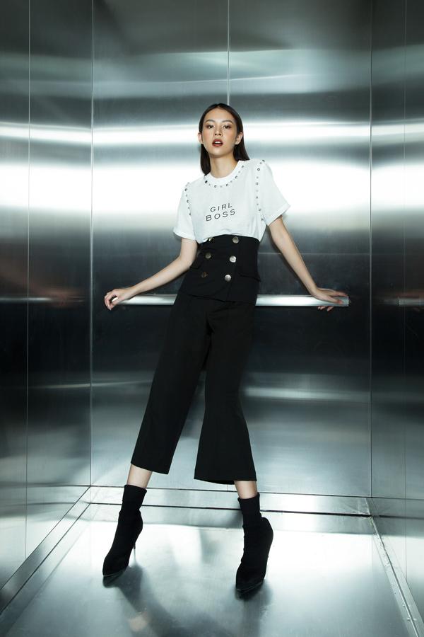 Tông màu trắng đen được biến hóa một cách hoàn hảo để mang tới nhiều bộ cánh giúp người mặc sành điệu cùng xu hướng thời trang hè 2018.