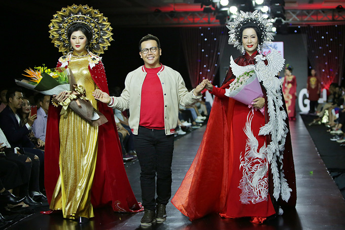 Nhà thiết kế Minh Châu được Thanh Trúc và Trịnh Kim Chi dắt ra chào khán giả sau khi kết màn.
