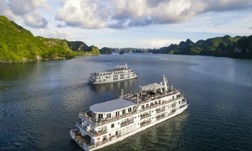 Vascara ra mắt BST giày trên du thuyền giữa Vịnh Hạ Long