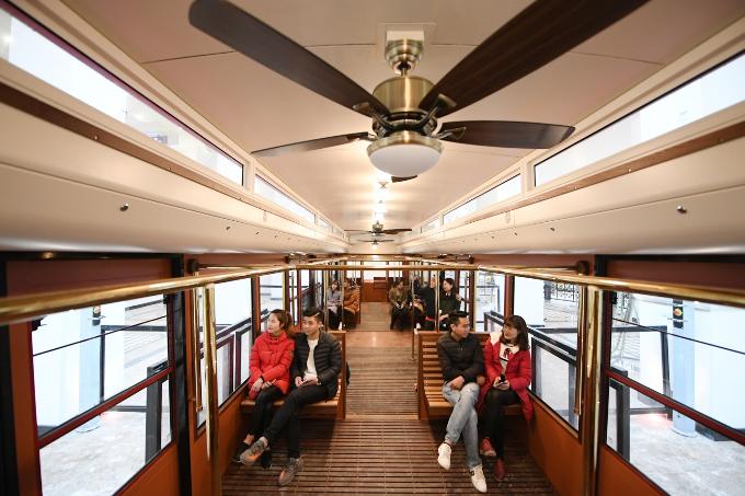 Tuyến tàu hỏa leo núi Mường Hoa rút ngắn thời gian di chuyển của du khách xuống còn 4 phút, thay vì phải mất từ 15 đến 20 phút đi bằng ôtô trên đường núi hiểm trở. Tàu có duy nhất một cabin chạy cả chiều đi và chiều về với sức chứa 60 du khách/1 lần chạy.