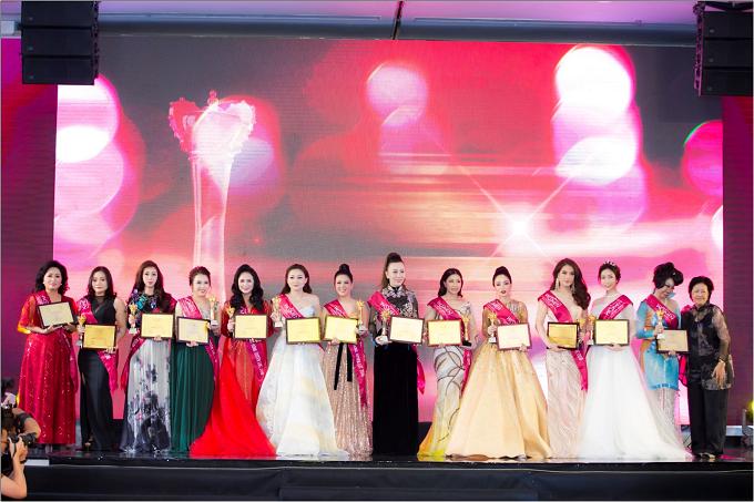 Các bông hồng xinh đẹp và tài năng được vinh danh trong lễ trao giải.