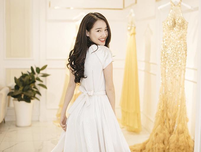 Để chuẩn bị cho sự xuất hiện của mình tại show diễn thời trang Xuân - Hè 2018 của Lê Thanh Hoà, Nhã Phương và các người đẹp đã có buổi chọn lựa và thử trang phục.