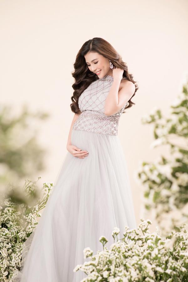 Đã tăng 10kg nhưng Thúy Diễm trông vẫn gọn gàng, xinh đẹp, không khác nhiều so với trước khi mang bầu.
