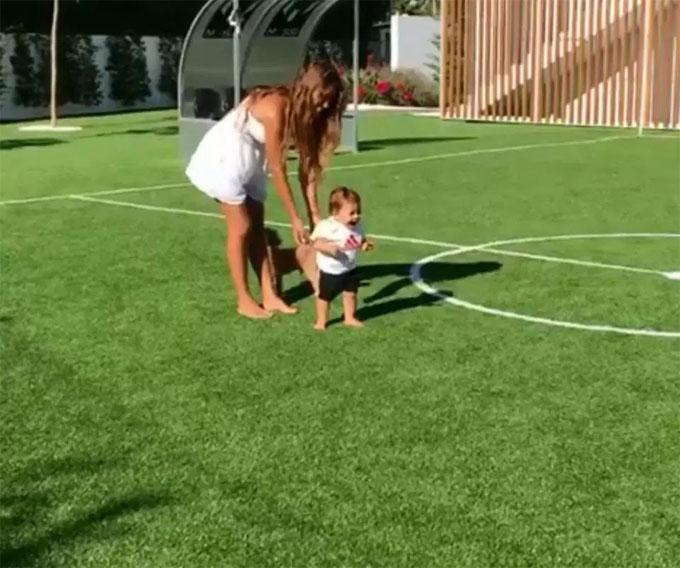 ... là nơi anh và cô vợ Antonella Roccuzzo cùng các con chơi đùa, thể hiện khả năng chơi bóng.