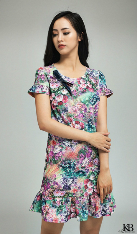 Họa tiết Floral lên ngôi trong thiết kế xuân hè của thương hiệu.