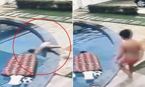 Cậu bé 7 tuổi nhảy xuống bể bơi cứu em bị đuối nước