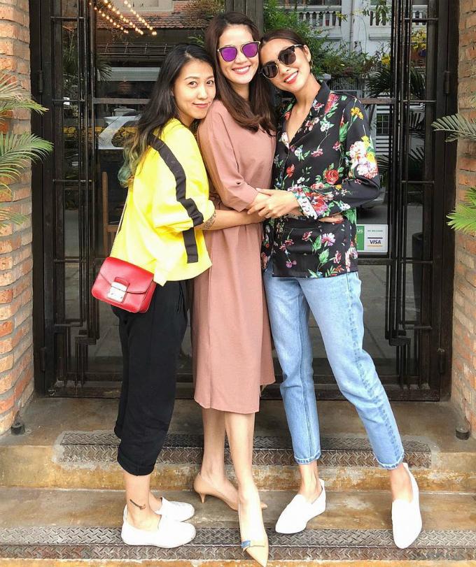Thuỳ Trang, Thân Thuý Hà và Tăng Thanh Hà hẹn hò ăn trưa. Lâu lâu, hội bạn thân nổi tiếng mới tụ họp một lần.