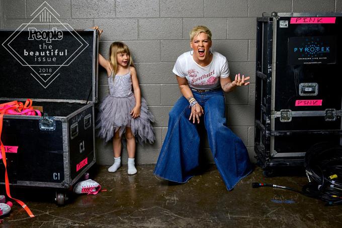 Pink bên con gái 6 tuổi Willow.