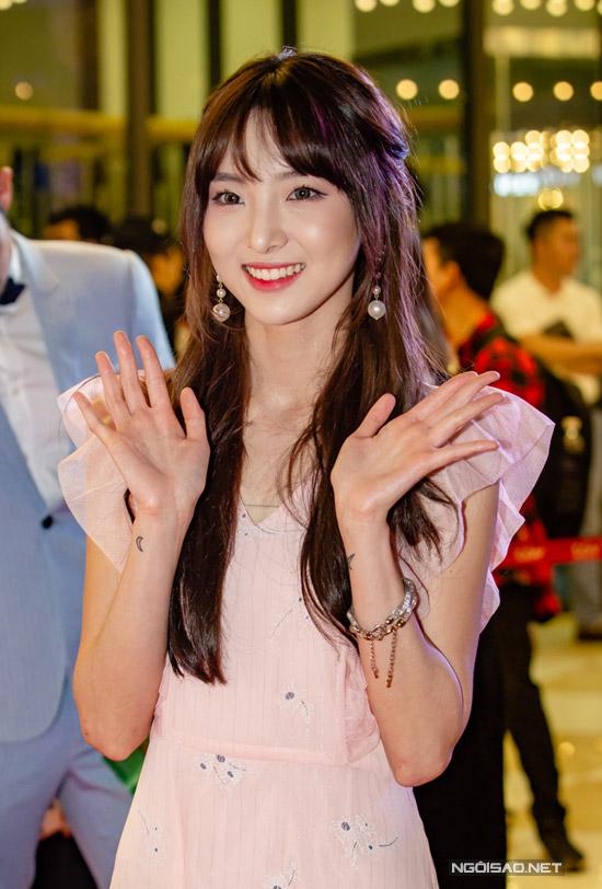 Nene, hot girl Thái Lan gây chú ý với ngoại hình xinh xắn trong sự kiện tối qua. Để tham gia phim của Lý Hải, hot girl đã nỗ lực chăm chỉ học tiếng Việt.