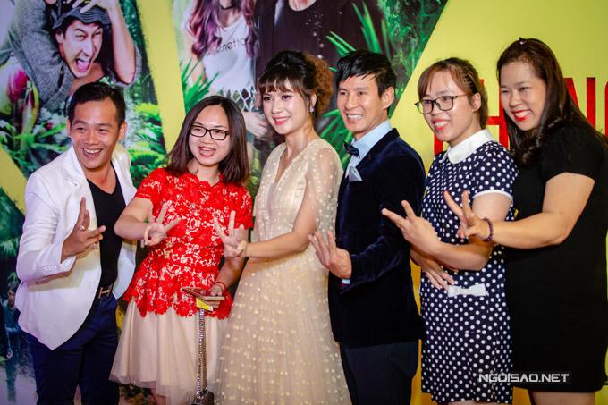 Vợ chồng Lý Hải được nhiều bạn bè, khán giả gửi lời chúc mừng trong ngày công chiếu phim.
