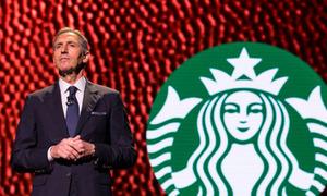 CEO Starbucks: Từ cậu bé nhà nghèo đến tỷ phú cà phê