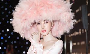 Angela Phương Trinh diện áo dài, đội nón lông nổi bật bên dàn sao