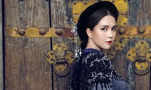 Ngọc Trinh diện áo dài của Bảo Bảo, hóa thiếu nữ xưa