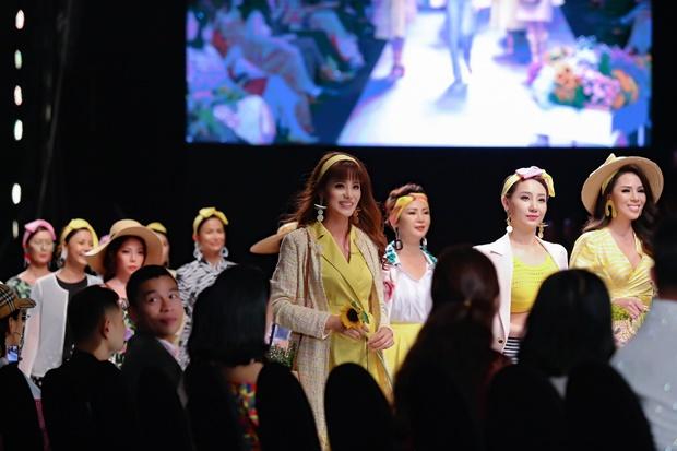 Á hậu Băng Châu catwalk tại VIFW với BST mới của Weill Paris