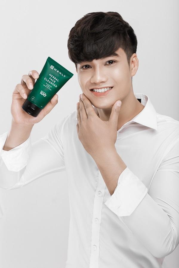 Sữa rửa mặt Herbal Face Cleaner Menly là dòng sản phẩm không tạo bọt dành cho nam giới.
