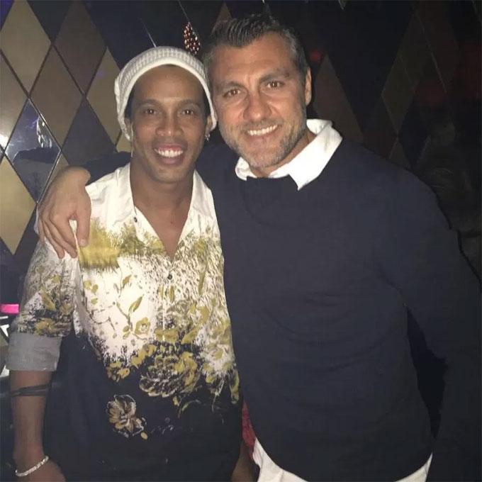 Vieri vàđồng nghiệp một thời Ronaldinho.