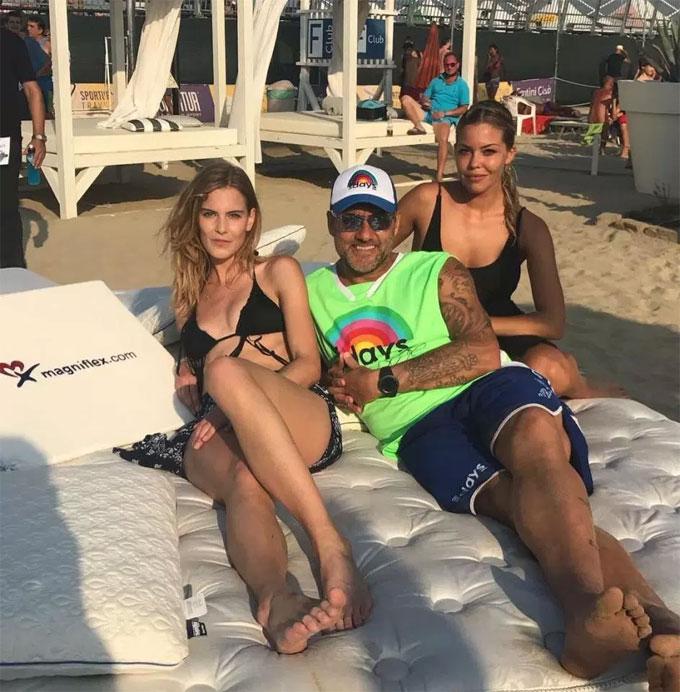 Vieri cùng người yêuCostanza Carricolo (bên phải) và một cô bạn.