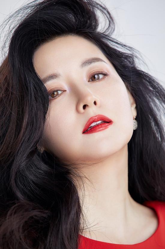 Lee Young Ae mới đây xác nhận trở lại màn ảnh nhỏ với bộ phim Dị mộng của đài KBS2